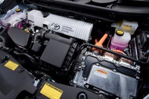 2013 Prius V engine picture