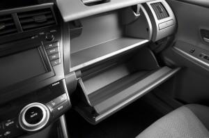 2013 Prius dual cupholders pic