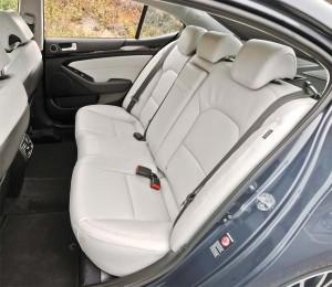 2014 Cadenza back seat