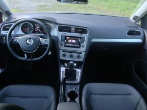 '15 Golf interior shot
