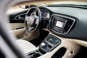 '15 200 interior detail