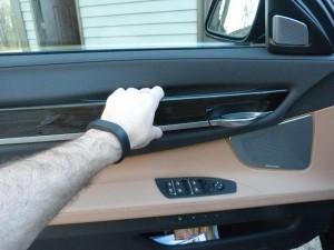 '15 740Ld door pull