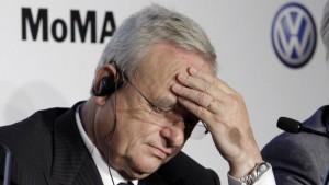 VW head bowed