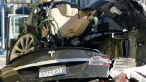 Tesla carsh 1
