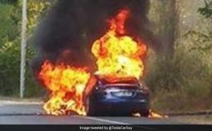 Tesla fire Paris