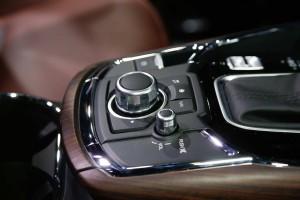 '17 CX-9 console detail